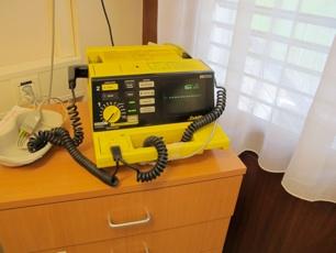 Défibrillateur externe (appareil utilisé pour les cardioversions électriques)
